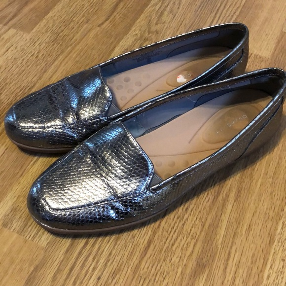 2cbcc8384fb44 ⬇️COMFY Snakeskin Loafers Easy Spirit 9.5